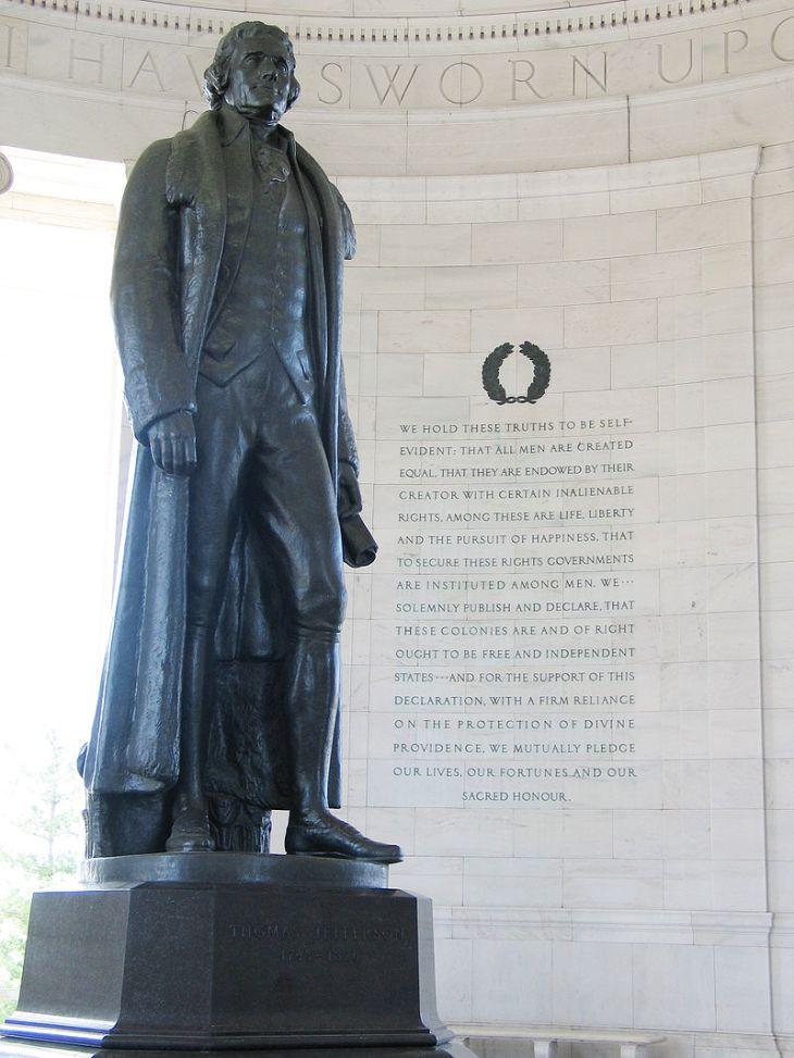 800px-Jefferson_Memorial_with_Declaration_preamble